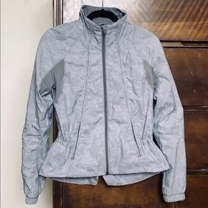 Lululemon Travel to Track jacket   size 4